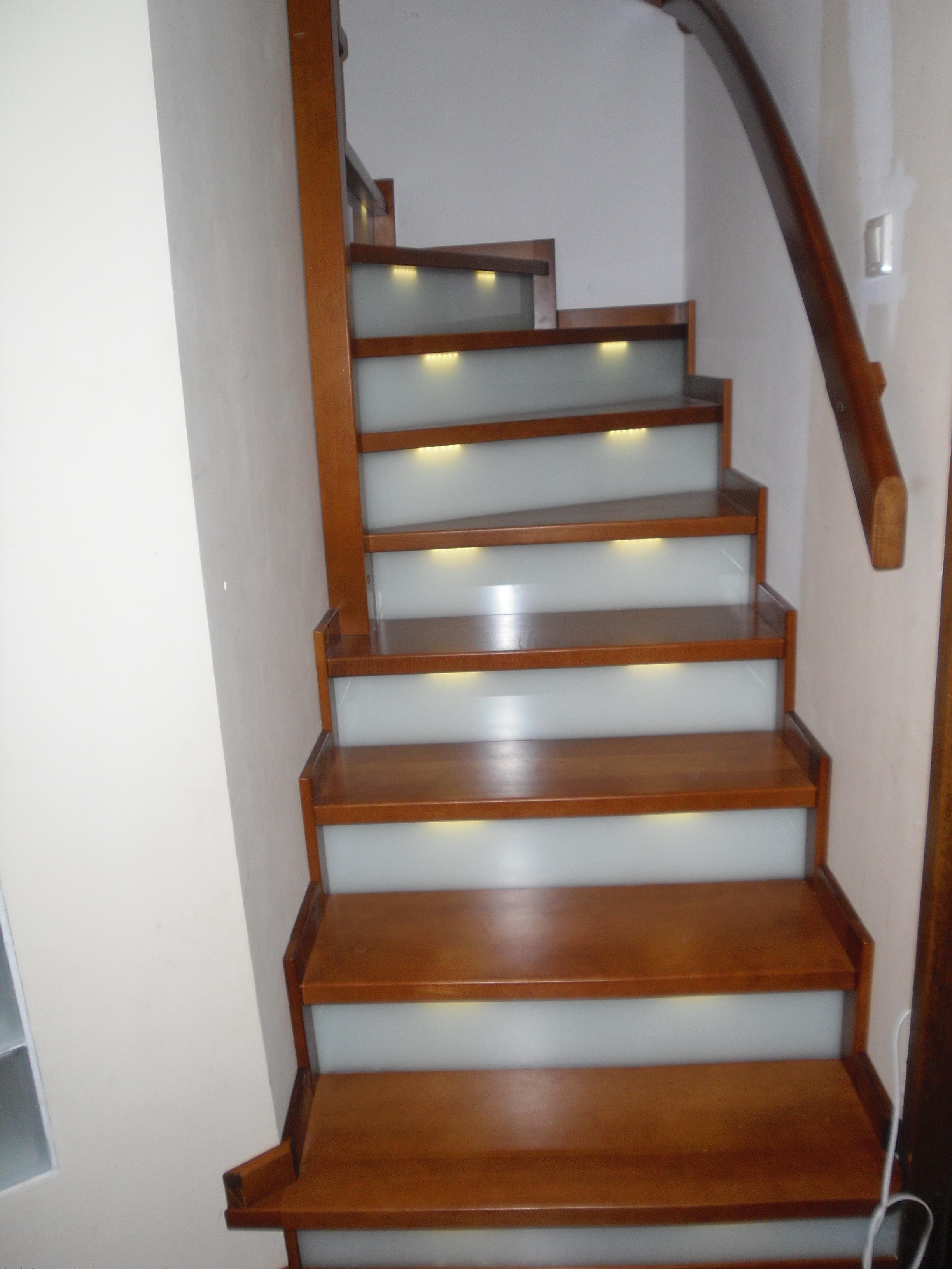 holzstufen auf betontreppe treppe 8. Black Bedroom Furniture Sets. Home Design Ideas